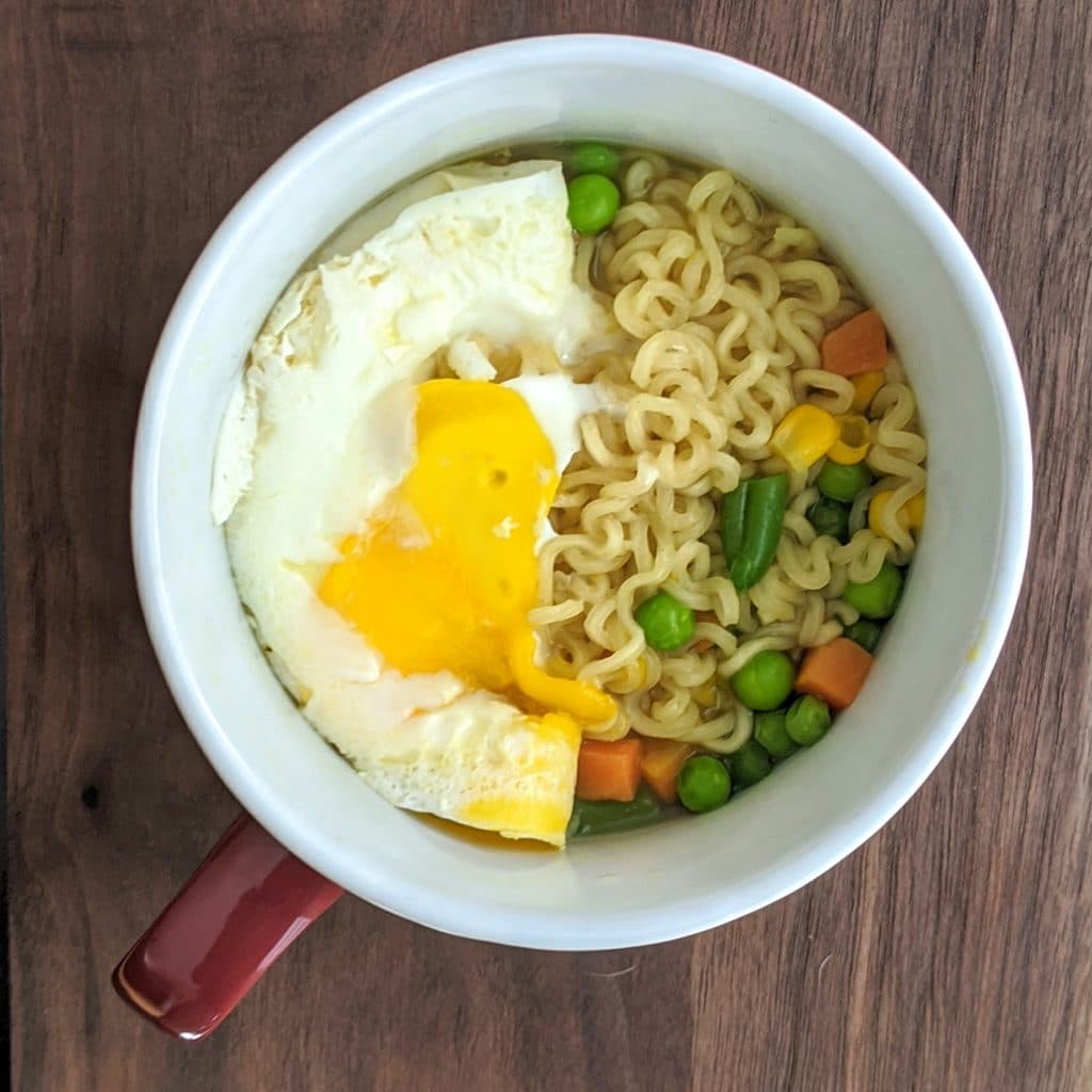 ramen with egg and vegetales